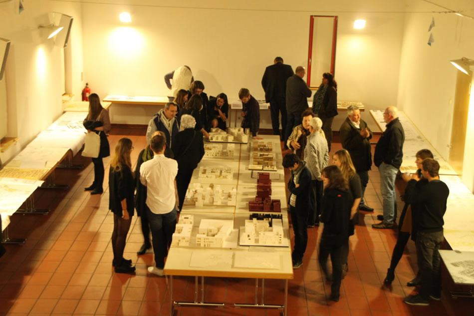 """Architektur-Ausstellung """"Kreuzfeld"""" in Blumenberg"""