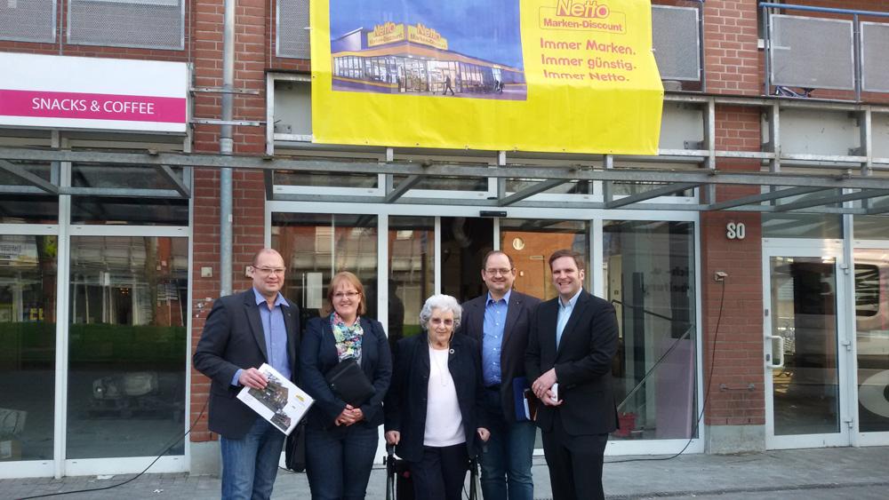 Auf dem Foto (v.L.n.R). J. Petrikowski (IG Bl. e.V.), Heidi Viehmann (Netto), Vera v. Beveren (IG Bl. e.V.), S. Yeh (IG Bl. e.V.), Thomas Laux (Netto)