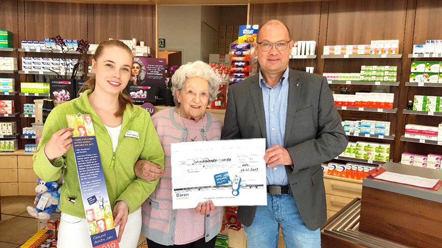 Kunden der Bären-Apotheke spenden für die IG-Blumenberg